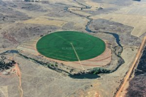Aerial view of a circular grain field at Suikerbosrantrivier near Heidelberg in South Africa - Klaus Leidorf Aerial Photography