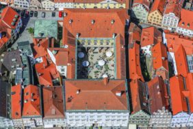 Aerial view of the residence in the old town of Landshut, view of the inner courtyard with pottery market - Klaus Leidorf Aerial Photography