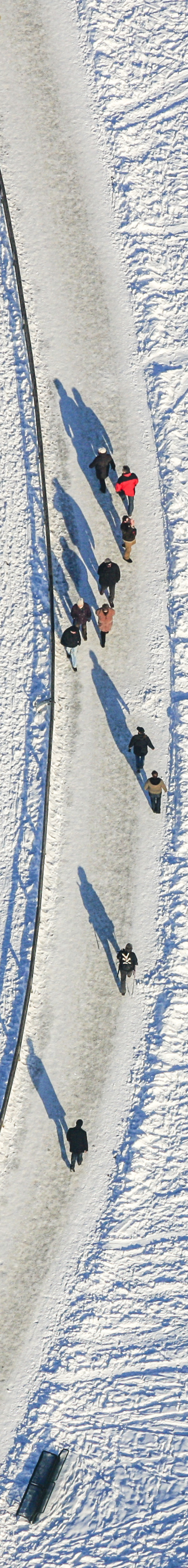 Aerial view of walkers in the wintry Olympic Park in Munich-Milbertshofen - Klaus Leidorf Aerial Photography