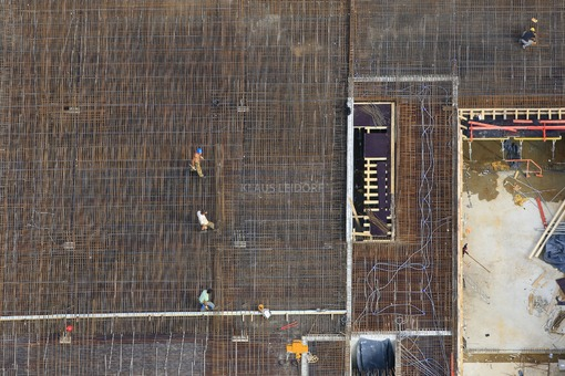 Aerial view of the construction site of the State Office for Finance in Landshut on Schwereiterplatz - Klaus Leidorf Aerial Photography