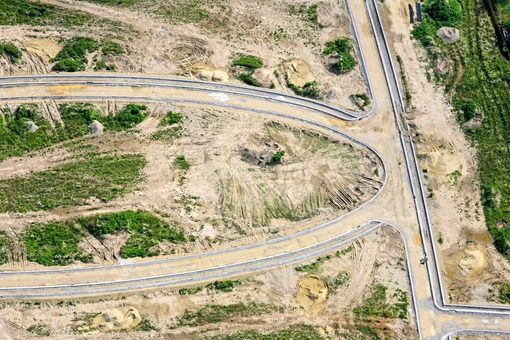 Aerial view of road construction for the Frauenberg construction area in Auloh, Landshut - Klaus Leidorf Aerial Photography