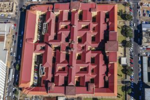 Aerial view of the district court building in the city centre of Johannesburg in South Africa - Klaus Leidorf Aerial Photography