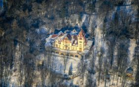 Aerial view of the Bürgerpark Theresienstein in Hof in winter - Klaus Leidorf Aerial Photography