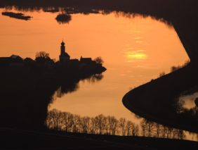 Aerial view of the church at the reservoir in Eching in the evening light - Klaus Leidorf Aerial Photography