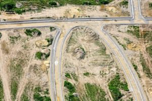Aerial view of road construction for the Frauenberg development area in Auloh, Landshut - Klaus Leidorf Aerial Photography