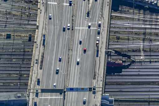 Aerial view of the Donnersberger Bridge in Munich - Klaus Leidorf Aerial Photography
