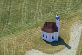 Aerial view of the daughter church St. Andreas near Kleinkatzbach - Klaus Leidorf Aerial Photography