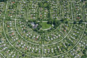 Aerial view of the allotment garden at the Westfriedhof in Munich-Moosach between Wintrichring and Nederlinger Straße - Klaus Leidorf Aerial Photography