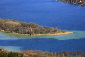 Aerial view of the southern tip of Mausinsel in Wörthsee - Klaus Leidorf Aerial Photography