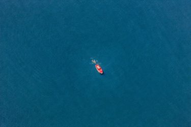 Aerial view of a red boat with float on the Starnberger See - Klaus Leidorf Aerial Photography