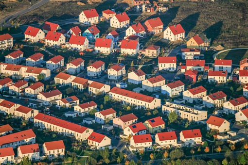 Aerial view of a new housing estate in Neutraubling - Klaus Leidorf Aerial Photography