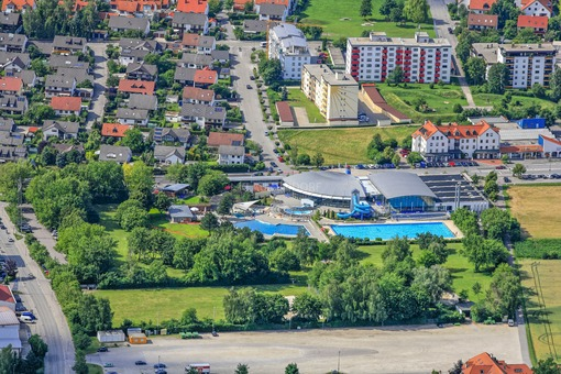 Aerial view of the Ergomar swimming pool in Ergolding - Klaus Leidorf Aerial Photography