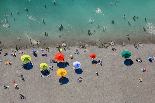 Aerial view of the bathing beach with colourful parasols at the Riemer See in Munich-Riem - Klaus Leidorf Aerial Photography