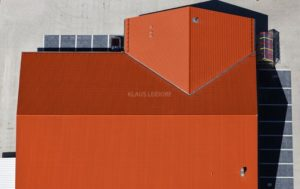 Aerial view of the roof of a supermarket in Tiefenbach - Klaus Leidorf Aerial Photography