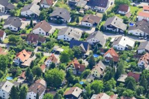 Aerial view of a single family house settlement in Frauenberg Auloh, Landshut - Klaus Leidorf Aerial Photography