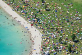 Aerial view of the bathing beach Aquapark at a quarry pond near Moosburg on a hot Sunday afternoon in July 2006 - Klaus Leidorf Aerial Photography