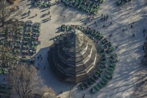 Aerial view of the beer garden at the Chinese Tower in the English Garden in Munich - Klaus Leidorf Aerial Photography