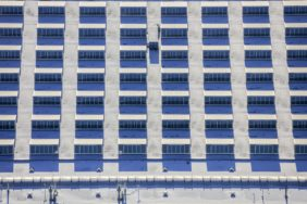 Aerial view of the roof of the Jungheinrich Moosburg AG factory building in winter - Klaus Leidorf Aerial Photography