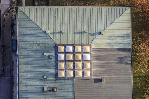 Aerial view of the roof of the secondary school in Vilsbiburg - Klaus Leidorf Aerial Photography