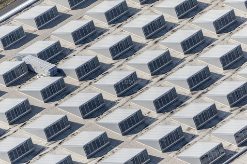 Aerial view of the roof of the new forklift factory in Moosburg-Degernpoint - Klaus Leidorf Aerial Photography
