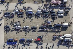 Aerial view of flea market stands on the trade fair parking lot in Munich-Riem - Klaus Leidorf Aerial Photography