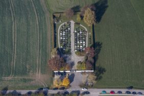 Aerial view of the cemetery near Seifriedswörth - Klaus Leidorf Aerial Photography
