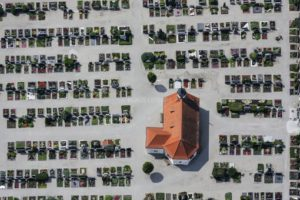 Aerial view of the cemetery in Mindelheim - Klaus Leidorf Aerial Photography