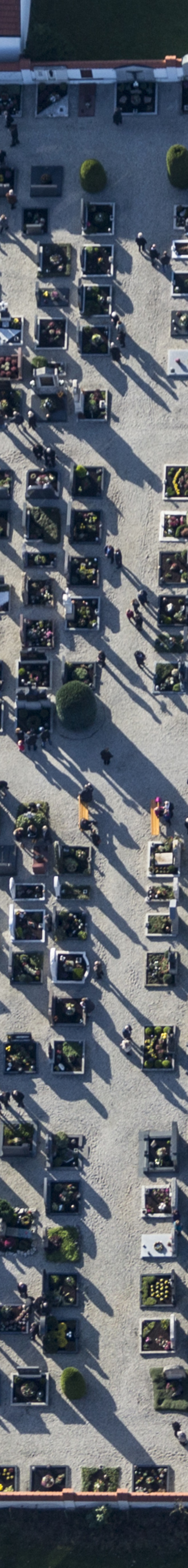 Aerial view of the cemetery in Velden - Klaus Leidorf Aerial Photography