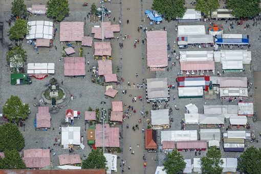 Aerial view of the market place in Erlangen - Klaus Leidorf Aerial Photography
