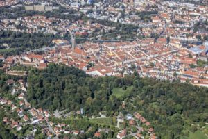 Aerial view of the forest at Hofberg in front of the old town in Landshut - Klaus Leidorf Aerial Photography