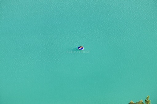 Aerial view of a couple on a round air mattress in the aquapark near Moosburg - Klaus Leidorf Aerial Photography