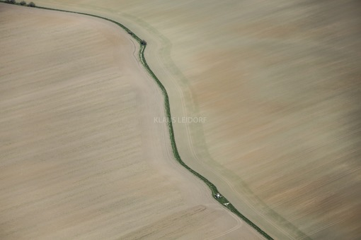 Aerial view of the constricted course of the Nautschke stream between two fields in the Burgenlandkreis - Klaus Leidorf Aerial Photography