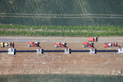 Aerial view of the construction site of the natural gas pipeline near Beratzhausen. Pipes are welded together at several stations simultaneously - Klaus Leidorf Aerial Photography