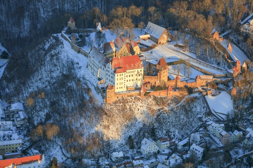 Aerial view of Trausnitz Castle in Landshut in winter - Klaus Leidorf Aerial Photography