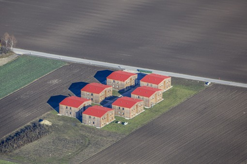 Aerial photograph of the new housing estate for 216 asylum seekers in Mayerbacherstraße in Ismaning - Klaus Leidorf Aerial Photography