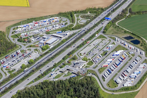 Aerial view of the Vaterstetten service station on the A99 - Klaus Leidorf Aerial Photography