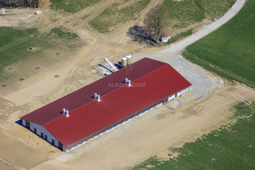 Aerial view of the listed field chapel in Schalkham-Möllersdorf - Klaus Leidorf Aerial Photography
