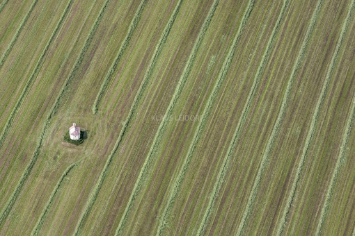 Aerial view of the lonely field chapel near Thaldorf - Klaus Leidorf Aerial Photography