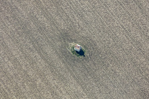 Aerial view of the small field chapel in the field near Thaldorf - Klaus Leidorf Aerial Photography