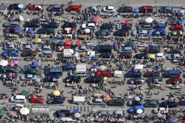 Aerial view of a flea market at the Isar Center in the Benzstraße in Ottobrunn - Klaus Leidorf Aerial Photography