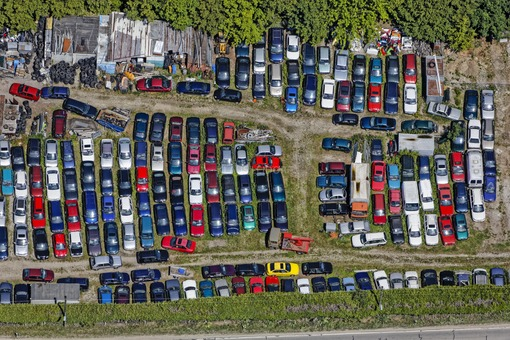 Aerial view of an old car recycling plant in Munich-Langwied - Klaus Leidorf Aerial Photography