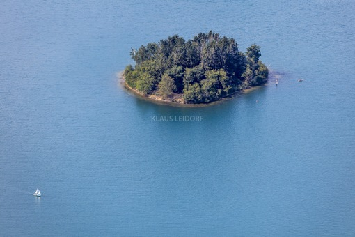 Aerial view of an island in the Steinberger See - Klaus Leidorf Aerial Photography