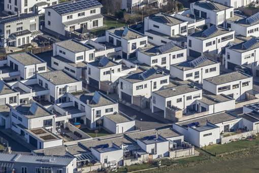 Aerial view of a new housing estate in Landshut - Klaus Leidorf Aerial Photography