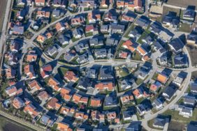 Aerial photograph of a new housing estate in Wallersdorf - Klaus Leidorf Aerial Photography