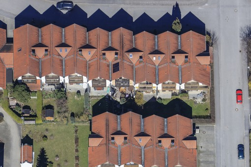 Aerial view of a row house settlement in Vilsbiburg - Klaus Leidorf Aerial Photography