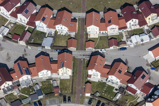Aerial view of a housing estate in Dingolfing - Klaus Leidorf Aerial Photography