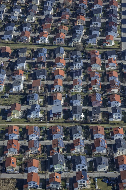 Aerial view of a modern settlement of single family houses - Klaus Leidorf Aerial Photography