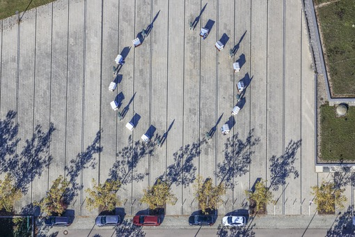 Aerial view of beach chairs set up in a circle on the square in front of the Kur-Kongress-Centrum in Bad Windsheim - Klaus Leidorf Aerial Photography