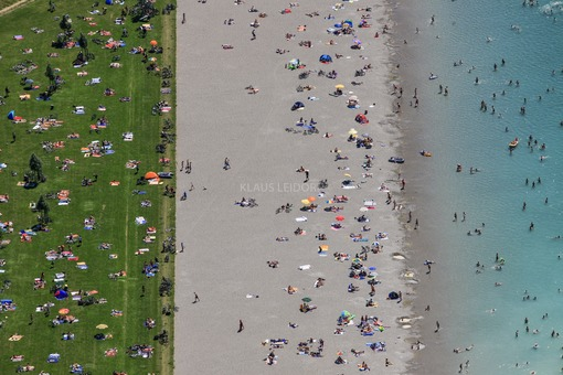 Aerial view of the bathing beach at Riemer See in Munich-Riem - Klaus Leidorf Aerial Photography