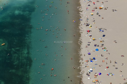 Aerial view of beach life at the new Riemer See in Munich-Riem - Klaus Leidorf Aerial Photography